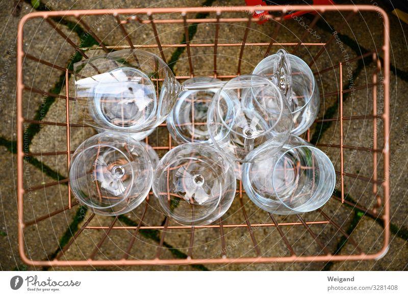 Glaseinkauf Gastronomie kaufen verkaufen glänzend retro Kupfer Flohmarkt Korb Farbfoto Außenaufnahme Menschenleer