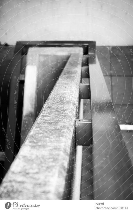 Abwärtsspirale, mit Ecken und Kanten Baustelle Karriere Menschenleer Gebäude Architektur Treppe Wege & Pfade Treppengeländer Stein Beton Metall bauen Bewegung