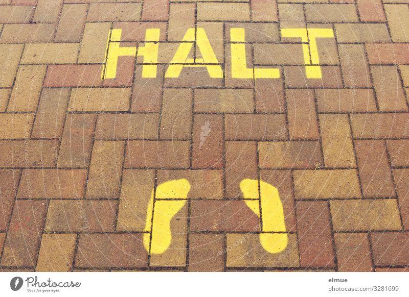 HALT Tourismus Ausflug Sightseeing Fußgänger Fußweg Bürgersteig Fußspur Haltestelle trendy nachhaltig gelb Vertrauen Sicherheit Schutz Verantwortung Wachsamkeit