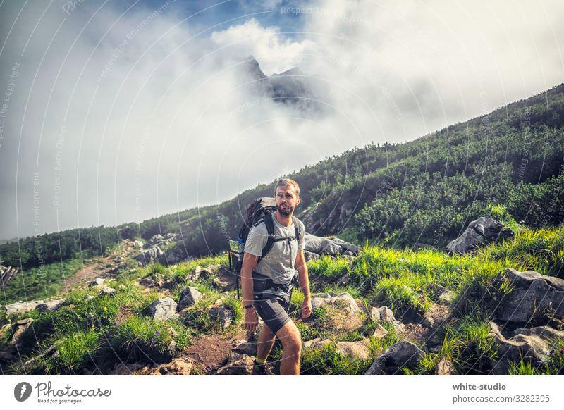 The Wanderer Ferien & Urlaub & Reisen Natur Mann Sommer Landschaft Berge u. Gebirge Erwachsene Sport Tourismus Freiheit Freizeit & Hobby wandern Aktion