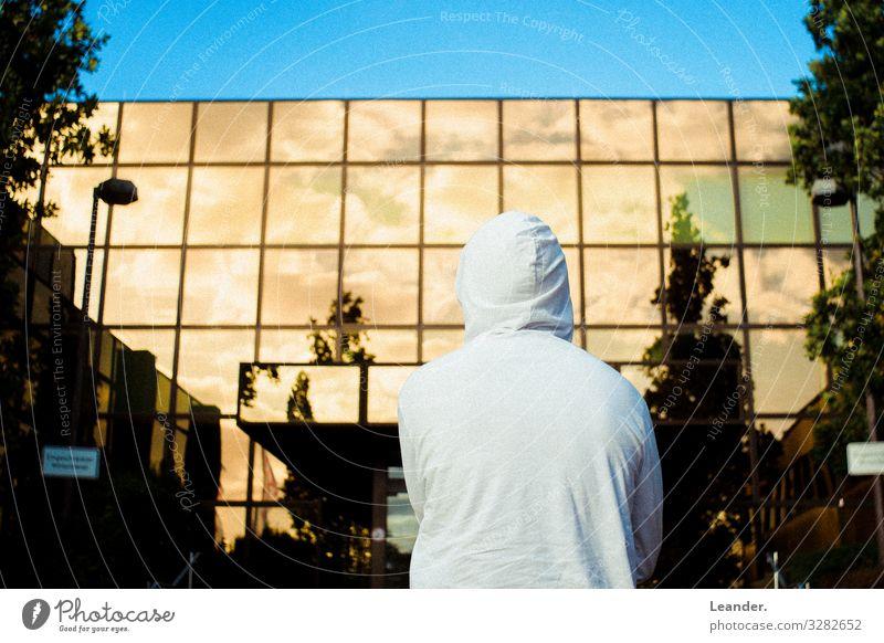 Goldene Zukuft Arbeit & Erwerbstätigkeit Mensch maskulin Jugendliche Leben 1 18-30 Jahre Erwachsene Haus Sehenswürdigkeit Mode Bekleidung Neugier blau gelb weiß