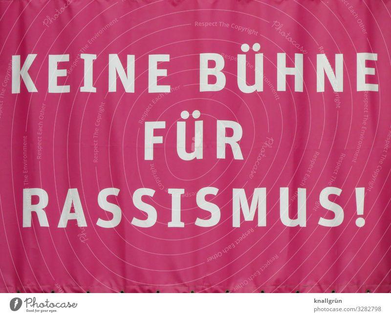 KEINE BÜHNE FÜR RASSISMUS! Vorhang Schriftzeichen Kommunizieren rot weiß Gefühle Mut Menschlichkeit Solidarität Verantwortung Entschlossenheit bedrohlich