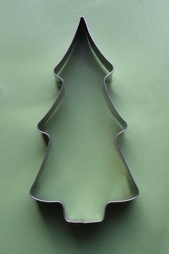 Tannenbaum Backform Weihnachten grün gedeckte Farben silber Metall Plätzchen backen Ausstechform Weihnachten & Advent Backwaren Weihnachtsgebäck Menschenleer