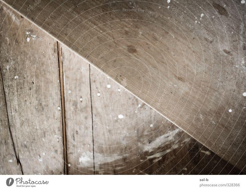 Schritt Häusliches Leben Haus Renovieren Architektur Treppe Holz alt Armut dreckig Billig natürlich braun Dielenboden Holzfußboden angemalt Riss diagonal Linie