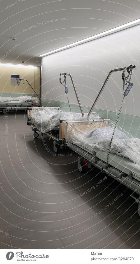 Betten für Patienten Arzt Krankenhaus Gesundheit Gesundheitswesen Flur Bettwäsche Chirurg Krankheit liegen Medikament Heilung instrument Chirurgie Mobilität