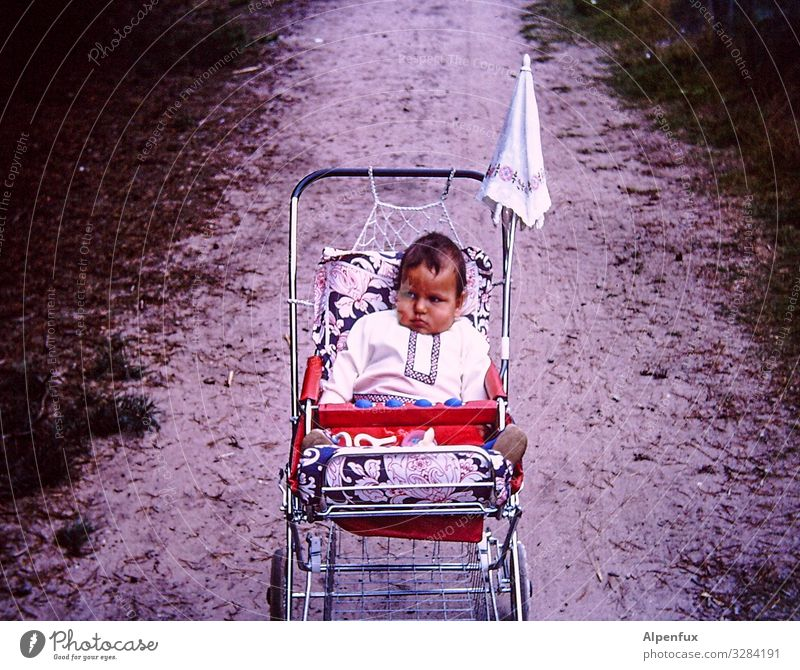 weitsichtig | Reserven anfressen maskulin Kind Baby Kleinkind Junge 1 Mensch 1-3 Jahre liegen Traurigkeit Langeweile Unlust Enttäuschung Völlerei gefräßig