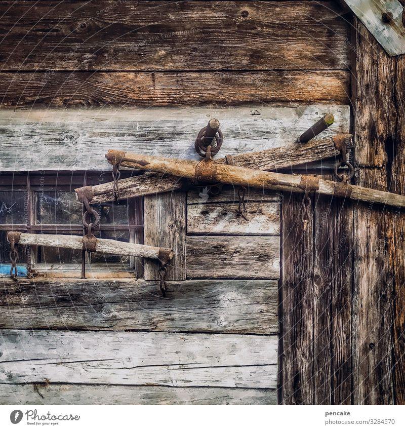 knechtschaft alt dunkel Architektur Holz Arbeit & Erwerbstätigkeit authentisch Armut historisch Zeichen Landwirtschaft Bauernhof Hütte Holzbrett altehrwürdig
