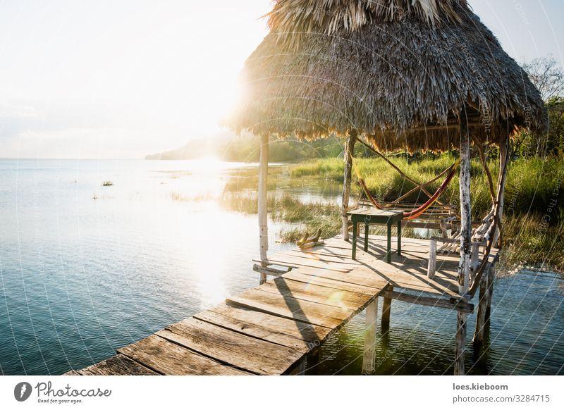 Dock during sunset with sun beam at lake Itza, Guatemala Erholung Ferien & Urlaub & Reisen Tourismus Ferne Sommer Sonne Strand Natur Landschaft Grünpflanze