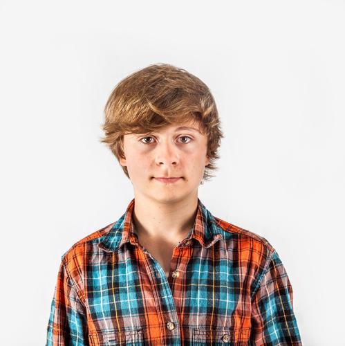 Lächelnder Junge im Studio Lifestyle Freude Glück schön Gesicht Leben Freizeit & Hobby Kind Schule Mensch Mann Erwachsene Kindheit Jugendliche Mode Hemd