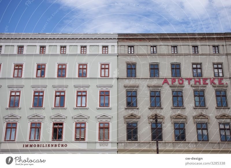 Nachher Vorher Schönes Wetter Kleinstadt Stadt Stadtzentrum Stadtrand Altstadt Fußgängerzone Traumhaus Bauwerk Gebäude Architektur Apotheke Immobilienbüro