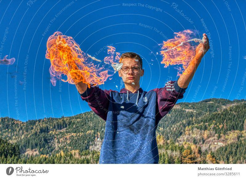 Spiel mit dem Feuer Kunst Jugendkultur Natur Himmel Wolkenloser Himmel Klimawandel entdecken glänzend Aggression außergewöhnlich neu sportlich Wärme blau rot