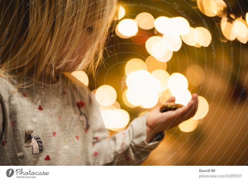 was ist das? Lifestyle Häusliches Leben Raum Weihnachten & Advent Silvester u. Neujahr Mensch feminin Kind Kleinkind Mädchen Kindheit Kopf 1 1-3 Jahre Kunst