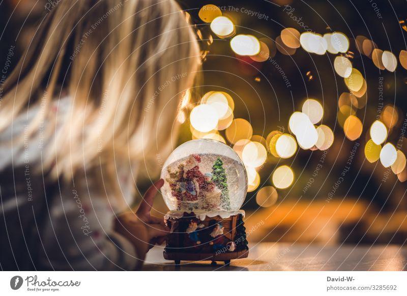 Weihnachten Kind Mensch Weihnachten & Advent Freude Mädchen Leben feminin Gefühle Familie & Verwandtschaft Bewegung Glück Kunst Häusliches Leben Wohnung