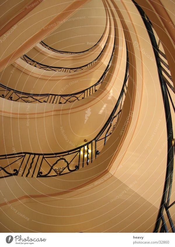 Treppenhaus I Hotel historisch Geländer Cannes