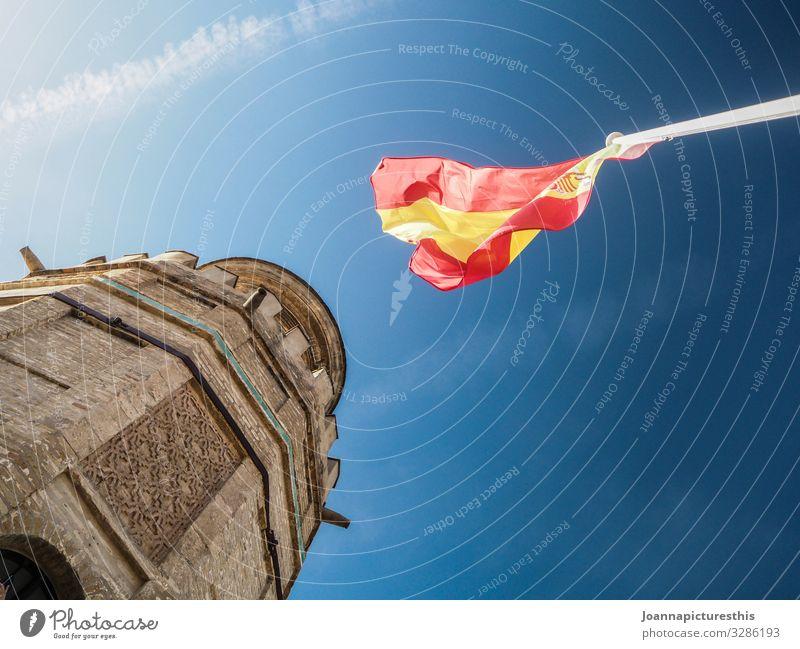España Tourismus Sightseeing Städtereise Sommerurlaub Architektur Himmel Schönes Wetter Sevilla Spanien Stadt Burg oder Schloss Turm Sehenswürdigkeit