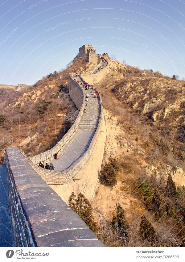 Die Chinesische Mauer, Blick auf einen Mauerabschnitt Ferien & Urlaub & Reisen Tourismus Berge u. Gebirge Kultur Natur Landschaft Erde Hügel Architektur