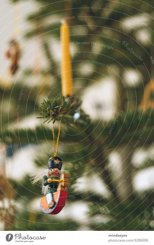 Wachskerze am Weihnachtsbaum ruhig Häusliches Leben Weihnachten & Advent Weihnachtsdekoration Feste & Feiern Baum Tanne Kerze Nussknacker Christentum Holz Duft