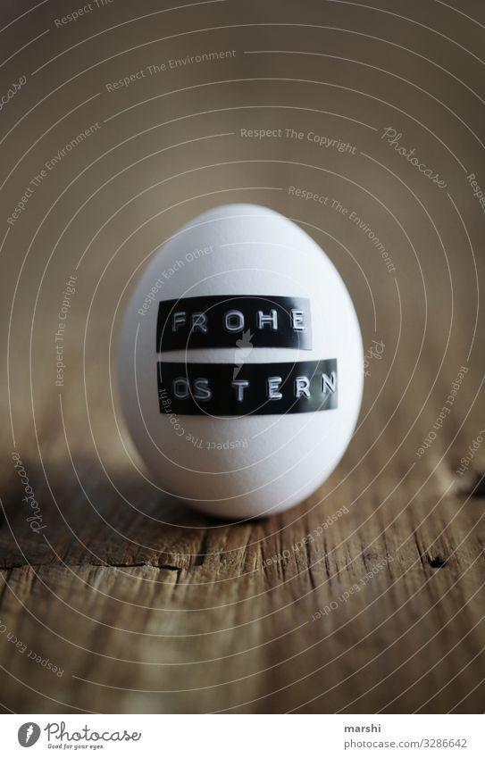 Osterei Lebensmittel Zeichen Gefühle Stimmung Ostern Osternest Glückwünsche Überraschung Schweben Unschärfe weiß Holztisch Farbfoto Innenaufnahme Nahaufnahme