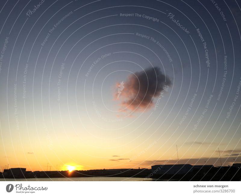 Achtung: Sonnenuntergangalarm Umwelt Natur Urelemente Luft Himmel Wolken Gewitterwolken Herbst Klimawandel Wetter Schönes Wetter Küste Seeufer Fjord Fischerdorf