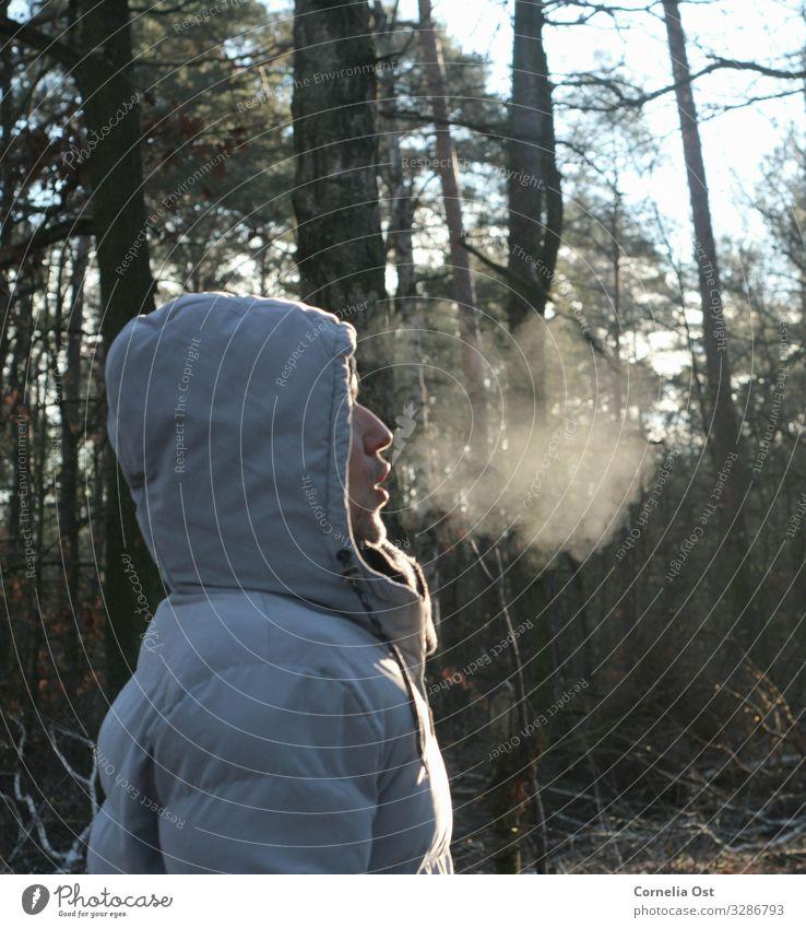 Einatmen.... ausatmen 💨 Mensch maskulin Mann Erwachsene Partner 45-60 Jahre Natur Winter Wetter Eis Frost kalt Atem Waldspaziergang Farbfoto
