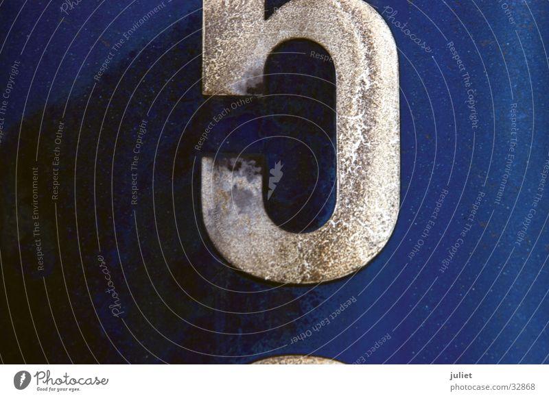 halb fünf Ziffern & Zahlen Patina Oberfläche Makroaufnahme Nahaufnahme Container Strukturen & Formen Rost blau Detailaufnahme