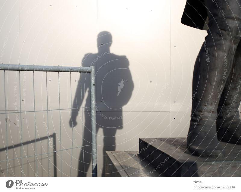 Schatten der Vergangenheit (full version) Arbeitsplatz Baustelle maskulin Mann Erwachsene 1 Mensch Kunst Ausstellung Kunstwerk Skulptur Statue Berlin Mauer Wand