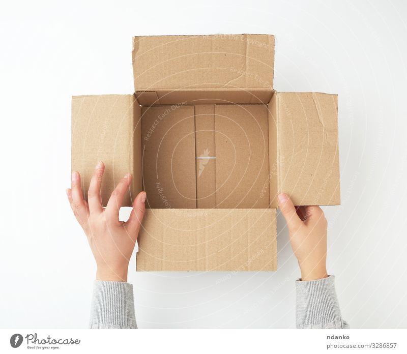 leere quadratische braune Pappschachtel öffnen Handwerk Business Gesäß Verkehr Container Rudel Papier Verpackung Paket Sauberkeit gelb weiß Halt Lager