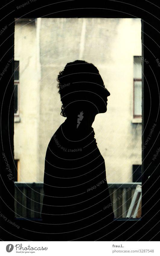 Junger herr.L. Wohnung Küche Mensch maskulin Mann Erwachsene 1 18-30 Jahre Jugendliche Haus Mauer Wand Fenster schwarzhaarig Locken stehen Profil Brille Balkon