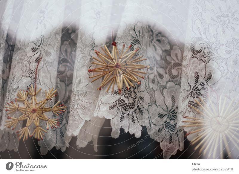 Warum hängt da eigentlich Stroh rum? Weihnachten & Advent strohstern Kitsch Weihnachtsdekoration Fenster Gardine Häusliches Leben geschmückt
