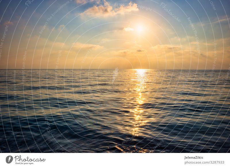 Wunderschöner Sonnenuntergang über dem Meer exotisch Ferien & Urlaub & Reisen Tourismus Freiheit Sommer Sommerurlaub Strand Insel Wellen Natur Landschaft Himmel