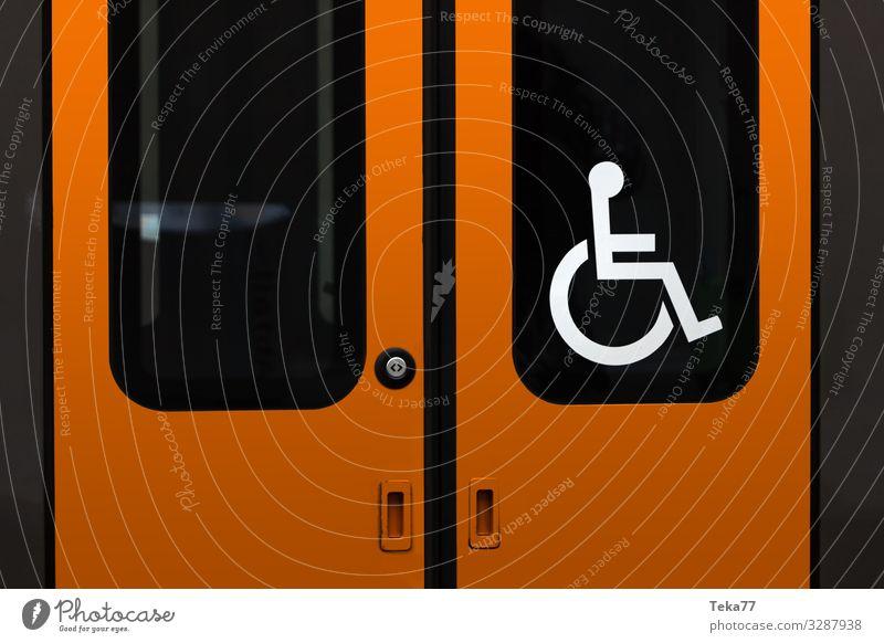 #Bahnzugang Rollstuhlgerecht Verkehr Verkehrsmittel Verkehrswege Personenverkehr ästhetisch Eisenbahn Behinderte Behindertengerecht Farbfoto Außenaufnahme