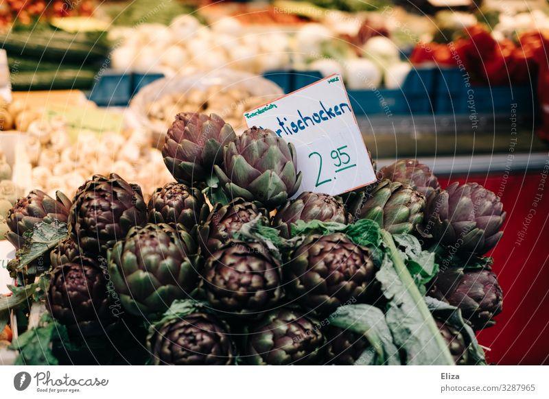 Artischocken Lebensmittel Gesundheit Markt Marktstand Gemüsehändler Wochenmarkt frisch violett Farbfoto Außenaufnahme Menschenleer