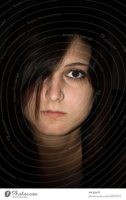 mit dem Zweiten... Kopf Gesicht Haare & Frisuren brünett langhaarig schön Traurigkeit ernst Farbfoto Gedeckte Farben Innenaufnahme Licht Schatten