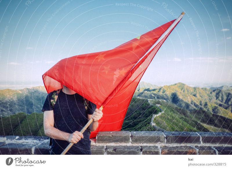 Wo geht es nach China? Mensch Mann Jugendliche Ferien & Urlaub & Reisen Erwachsene Ferne Wand 18-30 Jahre Mauer maskulin Tourismus Abenteuer Wandel & Veränderung planen Fahne China