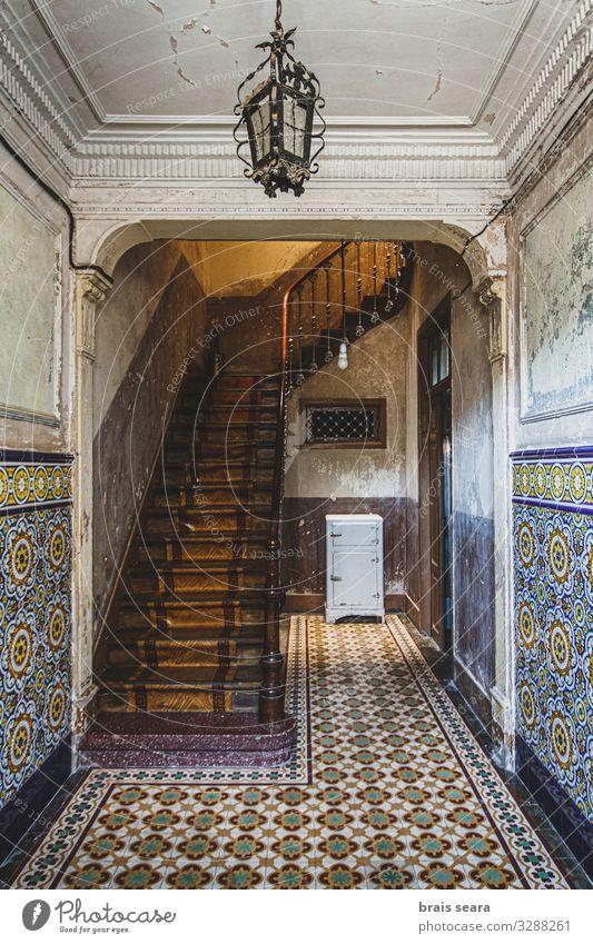 alt blau Haus Architektur Holz Stil Gebäude Kunst Stein Design Dekoration & Verzierung Treppe retro Europa Kultur historisch