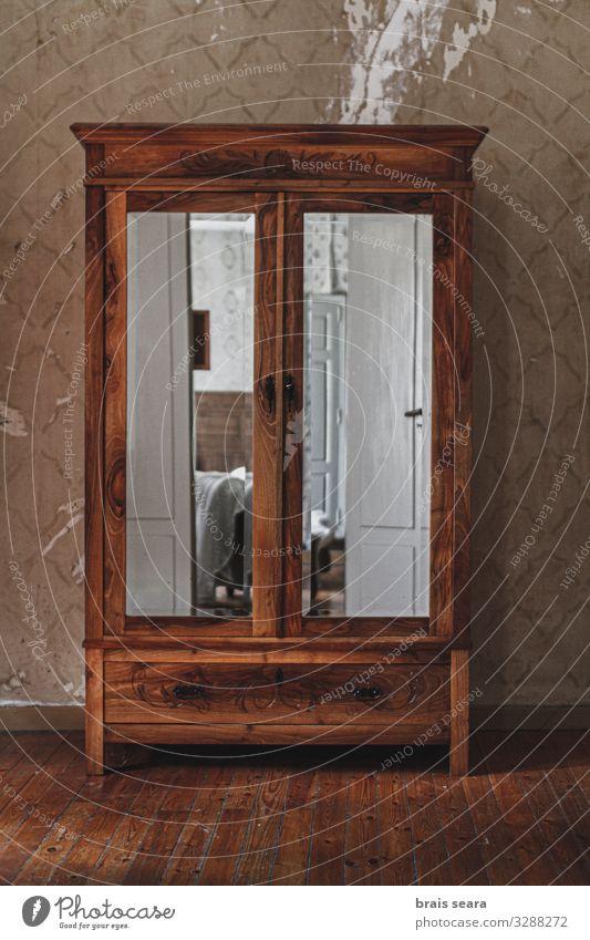 alt Haus dunkel Architektur Holz Gebäude Mode retro dreckig historisch Möbel Spiegel gruselig heimwärts Etage Ruine