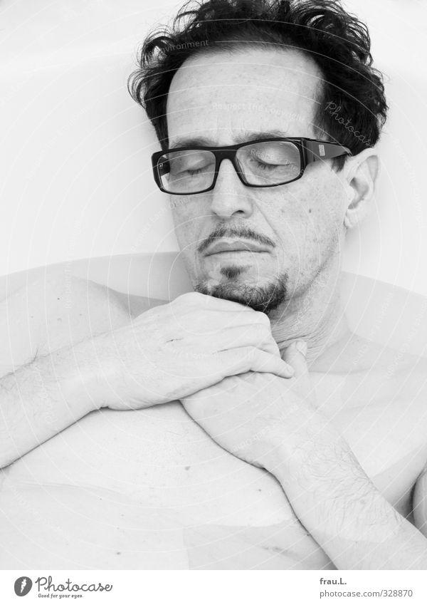 Schläfer Mensch Mann nackt Wasser Erholung Erwachsene Schwimmen & Baden maskulin Zufriedenheit Häusliches Leben 45-60 Jahre genießen Badewanne Sauberkeit Brille