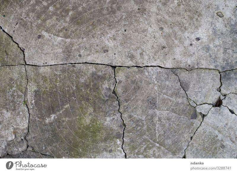 Gefüge von grauem gerissenem Zement Erde Stein Beton alt dreckig retro grün Hintergrund Schaden Antiquität Riss Wand blanko Stuck urban Konsistenz antik gefärbt