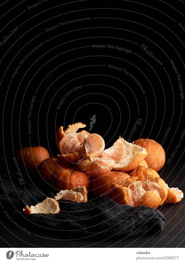 Stapel orange-reifer Mandarine Frucht Dessert Vegetarische Ernährung Saft Tisch Holz frisch natürlich saftig gelb schwarz Gesundheit ganz Ernte