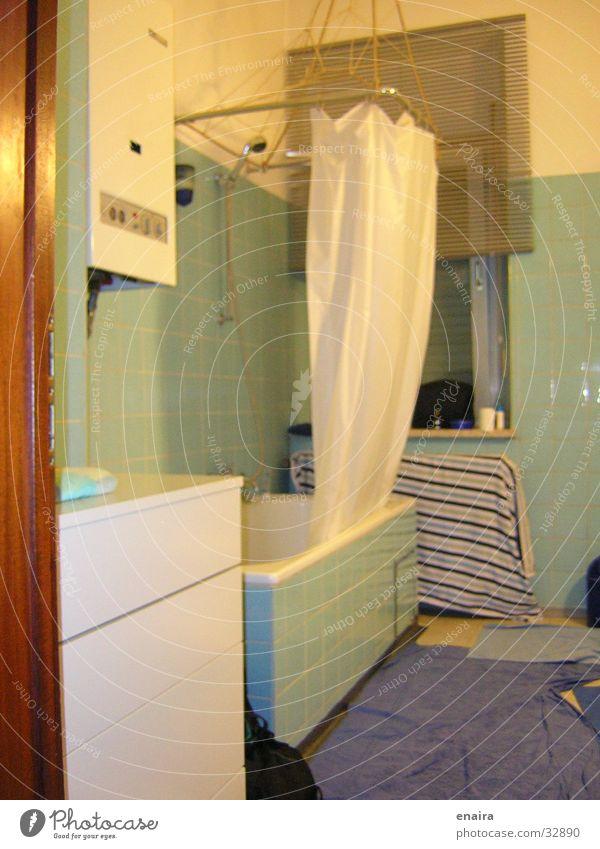 Badezimmer grün gelb historisch Dusche (Installation) Detailaufnahme blau