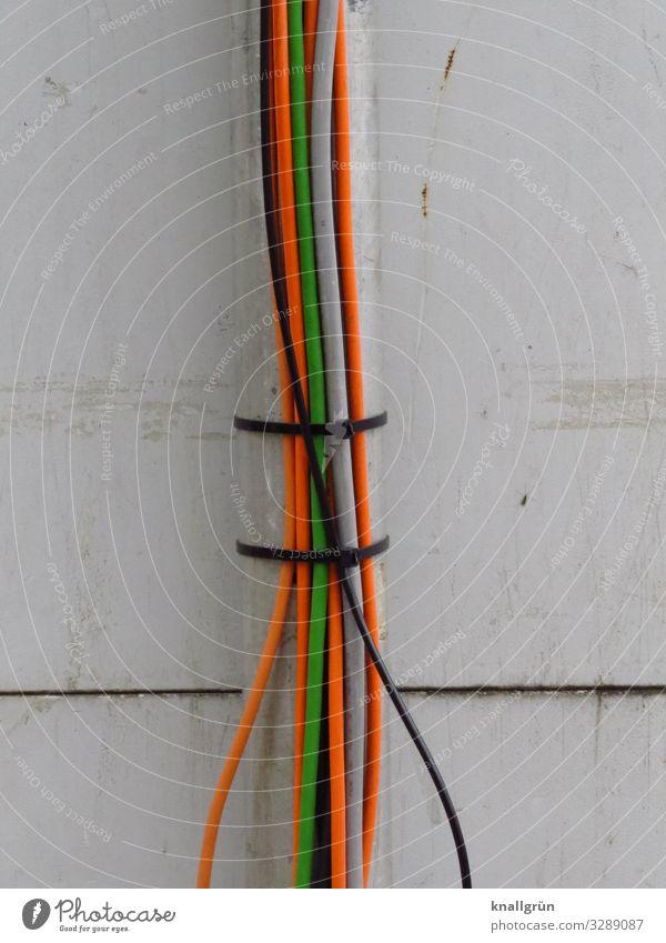 gebündelte Energie Kabelbinder mehrfarbig grau Kommunizieren zusammengebunden Farbfoto Außenaufnahme Menschenleer Textfreiraum links Textfreiraum rechts