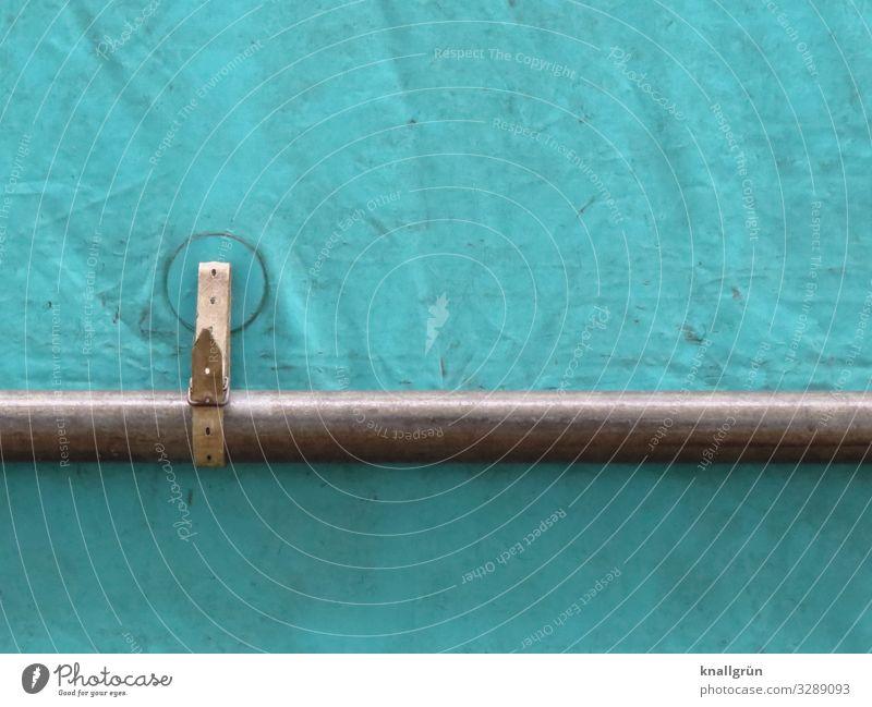 Haltevorrichtung Eisenrohr Halterung Abdeckung grau grün Sicherheit Schnalle Lederband Befestigung Farbfoto Außenaufnahme Menschenleer Textfreiraum links