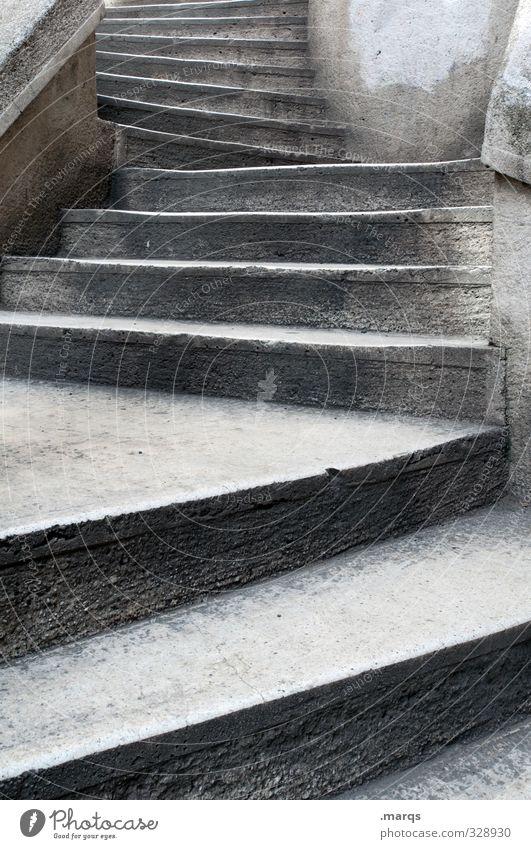 pe Architektur Treppe alt eckig grau Karriere aufsteigen Steintreppe Farbfoto Außenaufnahme Menschenleer