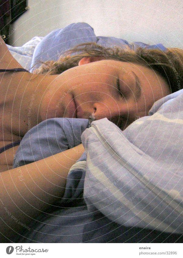 Süsse Träume Frau schlafen träumen Bett Nacht Porträt Portät