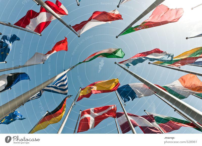 Gipfeltreffen Ferien & Urlaub & Reisen Wirtschaft Wolkenloser Himmel Fahne Fahnenmast außergewöhnlich hoch schön viele Freiheit Perspektive Politik & Staat