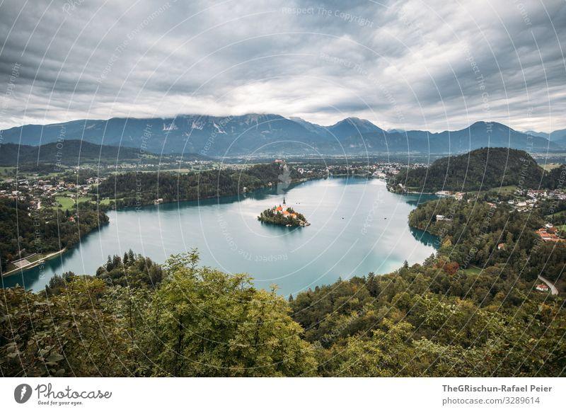 Lake Bled Natur Landschaft blau grau grün weiß See Slowenien Berge u. Gebirge Baum Stadt Insel Bleder See lake bled Wolken Farbfoto Menschenleer