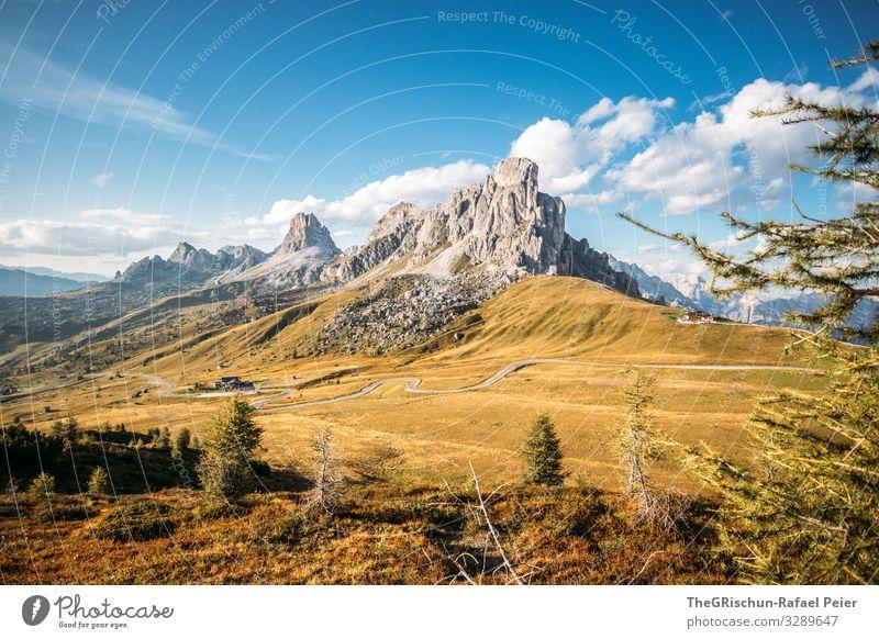 Passo di giau südtirol Berge u. Gebirge Wolken Landschaft Licht Abend Sonne Natur blau Gras Straße Himmel Wiese Außenaufnahme passstraße Kirche grün Sommer