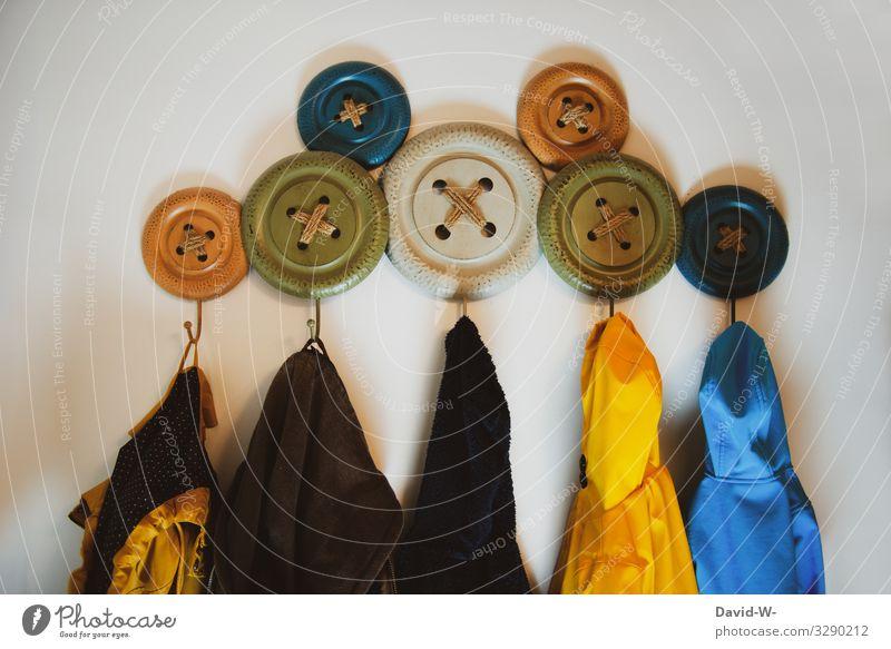 Familie - Jacken hängen an einer Individuellen Garderobe garderobe Kleiderhaken Familie & Verwandtschaft individuell Zusammenhalt Liebe Familienglück Haken bunt