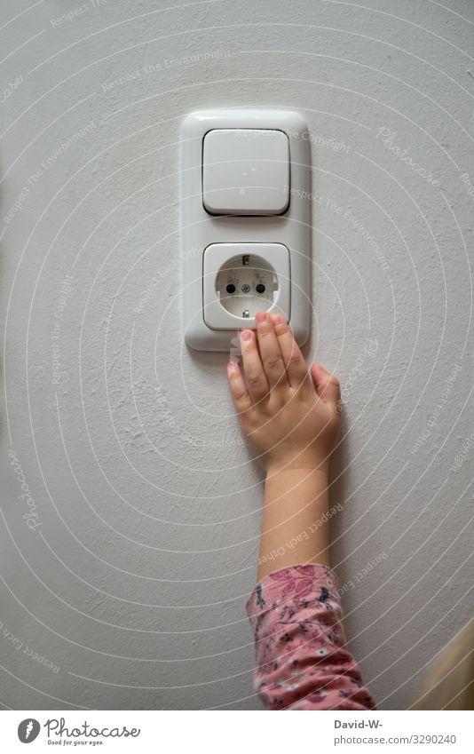 gar nicht gut... Lifestyle Häusliches Leben Wohnung Haus Hausbau Renovieren Raum Kinderzimmer Kindererziehung Mensch Kleinkind Mädchen Kindheit Hand Finger 1