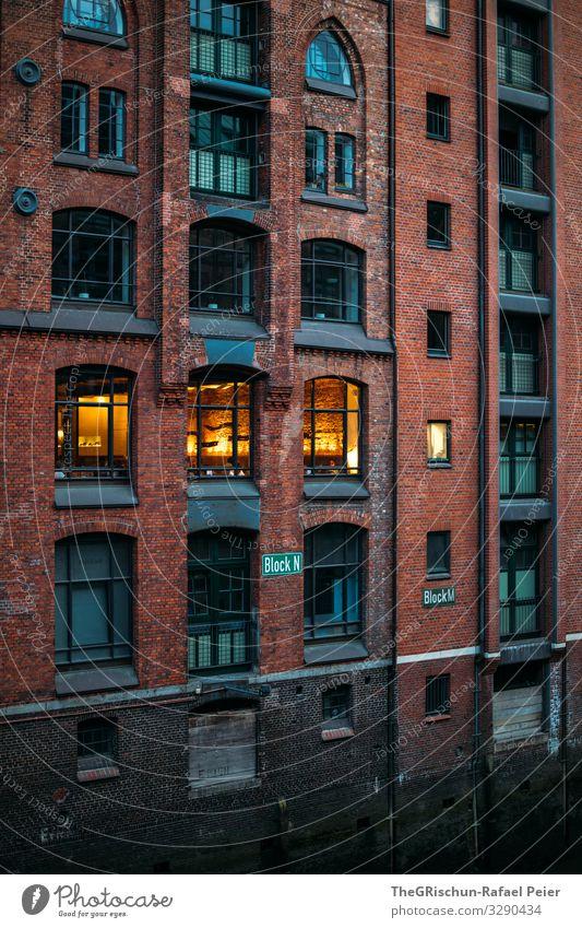 Speicherstadt Stadt orange rot Alte Speicherstadt Fenster Licht Hamburg Deutschland Tourismus Farbfoto Außenaufnahme Menschenleer